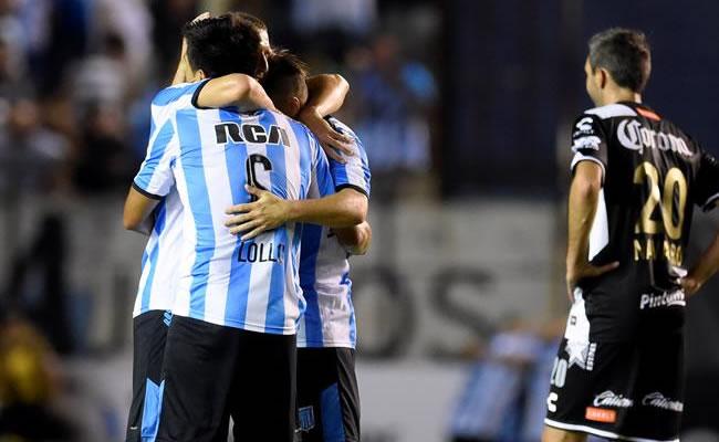 Los jugadores de Racing celebran su clasificación a la fase de grupos de la Copa Libertadores. Foto: EFE