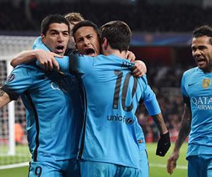 Barcelona venció al Arsenal como visitante con un Messi inspirado