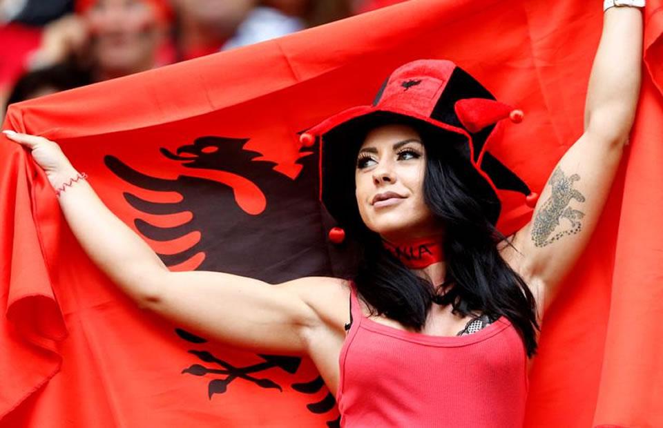 Hinchas de Albania. Foto: EFE