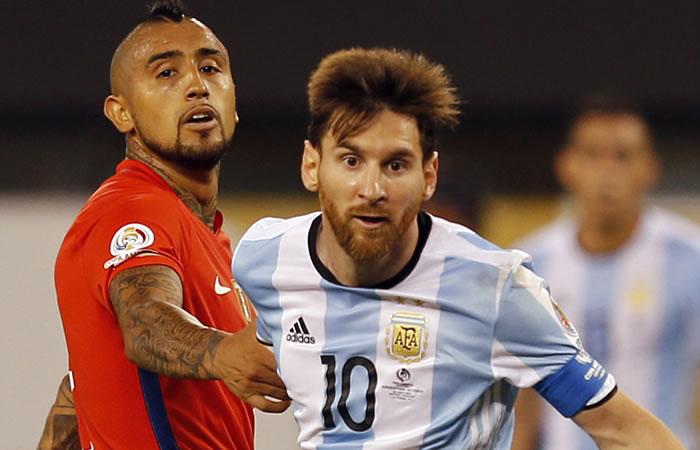 Arturo Vidal y Lionel Messi. Foto: EFE