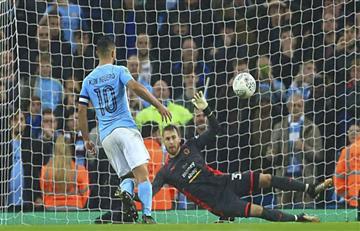 Inglaterra: Sergio Agüero clasificó al Manchester City con fina definición
