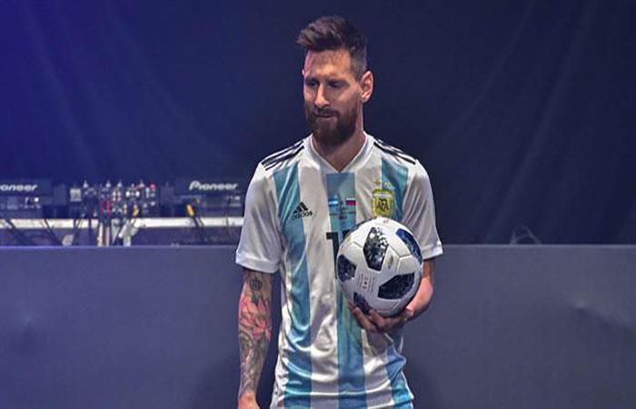 Lionel Messi en la presentación de la Telstar 18. Foto: AFP