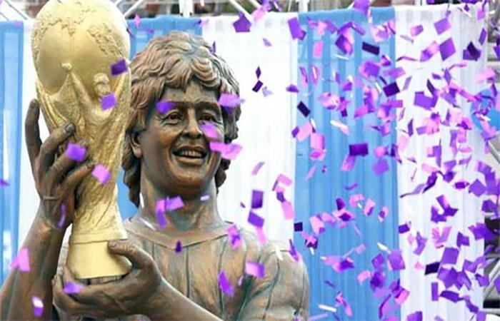 La curiosa estatua de Maradona en Calcuta. Foto: AFP