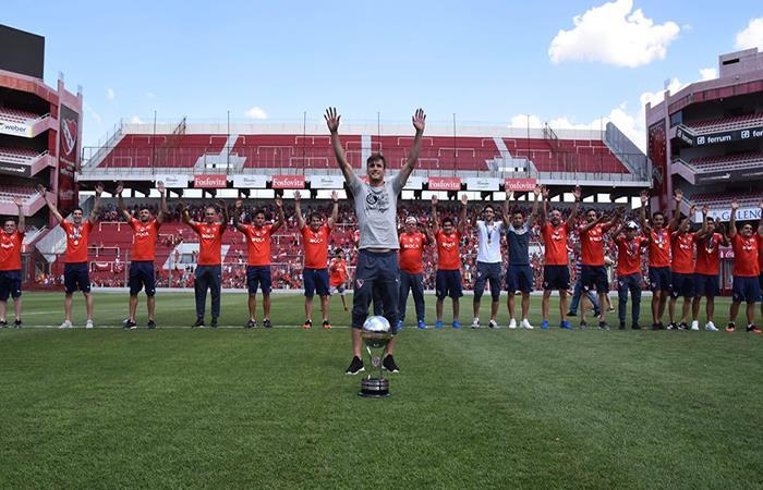 El 'Rojo' celebra su el título por la Sudamericana (Foto: Facebook Independiente)