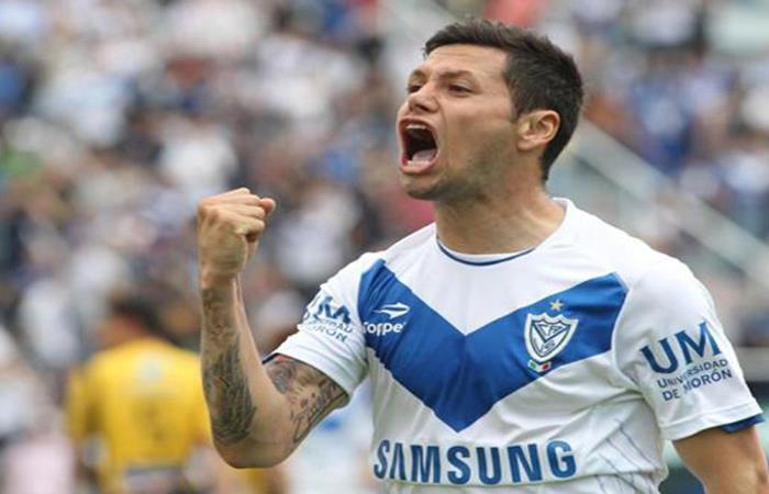 Mauro Zárate está cerca de volver al 'Fortín'. Foto: AFP