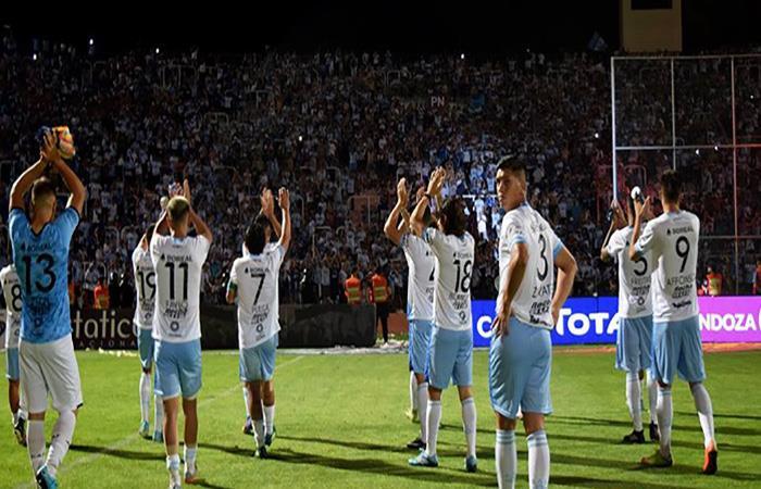 Atlético Tucumán quiere hacer historia en un grupo complicado