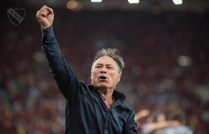 Ariel Holan vuelve a escena para dirigir a Independiente (Foto: Facebook)