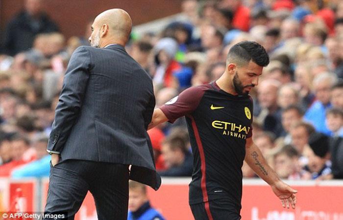 La relación entre Pep Guardiola y Sergio Agüero estaría rota. (AFP)
