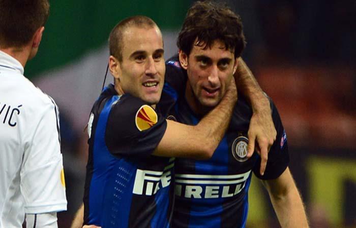 Rodrigo Palacio y Diego Milito. (AFP). Foto: AFP