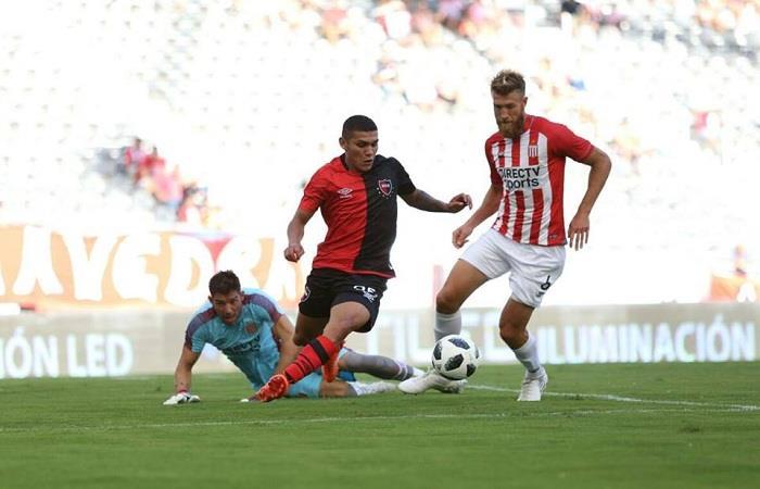 Estudiantes de La Plata continúa con su buen presente. (FOTO: Facebook Superliga)