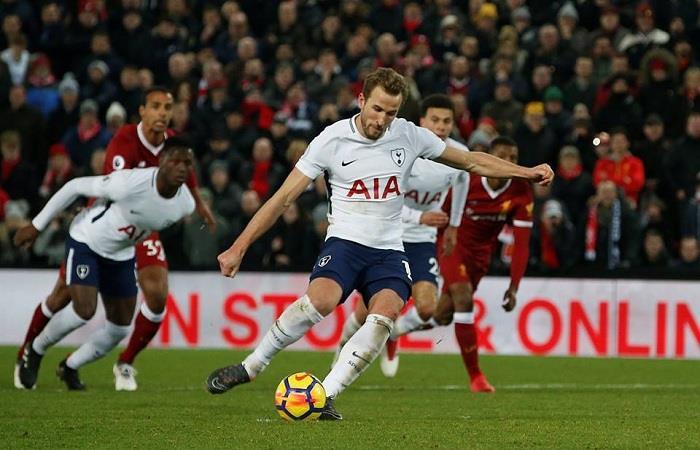 Harry Kane y el penal que puso el 2-2 final. (FOTO: Facebook Premier League)