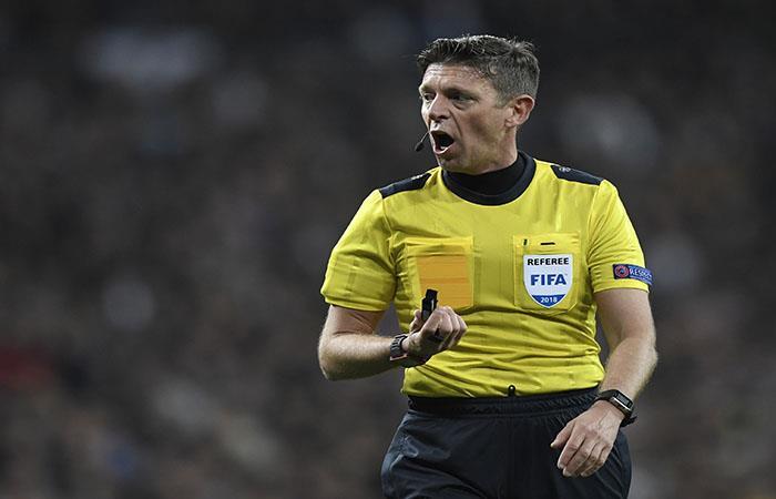 Gianluca Rocchi fue cuestionado por el arbitraje. (AFP)