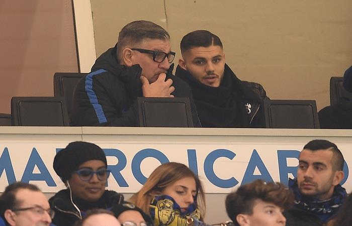Mauro Icardi vio desde la tribuna el mal momento de su equipo. (AFP)