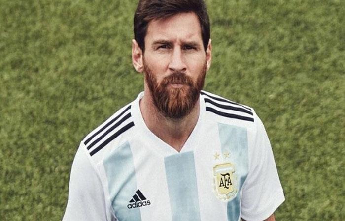 Lionel Messi en la presentación oficial de la camiseta de la Argentina. (AFP)