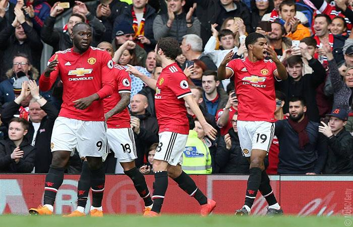 El Manchester United derrotó al Liverpool en duro partido. (AFP)
