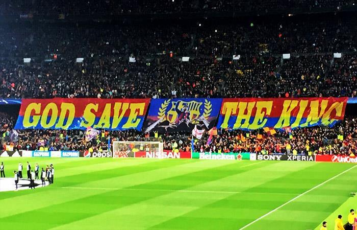 La banderola dedicada a Lionel Messi. (AFP). Foto: AFP