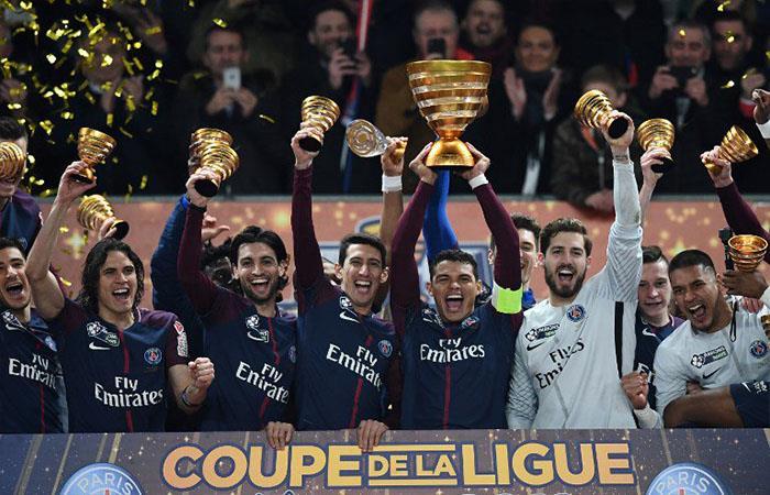 PSG de Ángel Di María levantan su primer título de la temporada