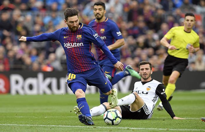 Barcelona derrotó 2-1 al Valencia y se acerca al título de LaLiga