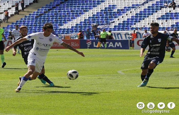 Godoy Cruz goleó 3-0 a Temperley y lo mandó al descenso