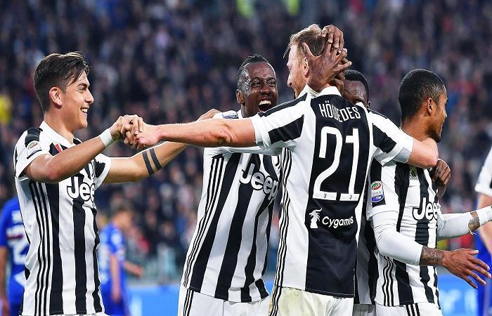 Juventus goleó 3-0 a la Sampdoria y acaricia el título de la Serie A