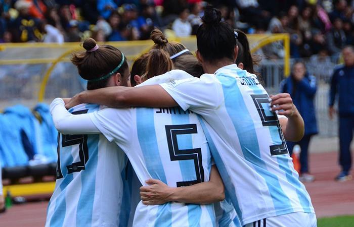 Selección Argentina se mide ante la Selección Colombia en La Serena. Foto: Twitter