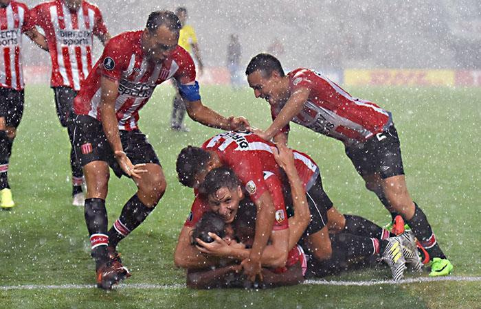 Estudiantes de la Plata busca el triunfo en su visita a Santos de Brasil. (FOTO: Facebook)