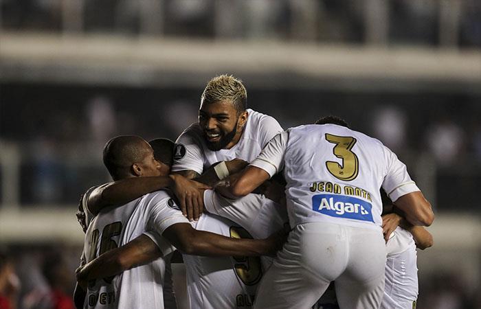 Estudiante cayó 2-0 ante Santos (Foto: EFE)