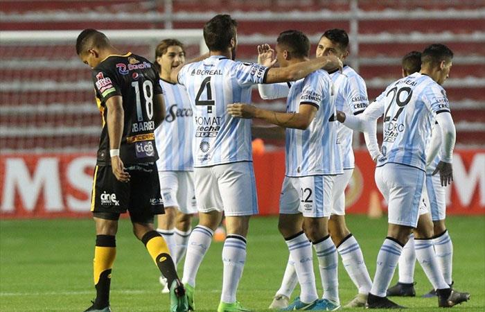 En una final, Atlético Tucumán recibe a Peñarol en una final