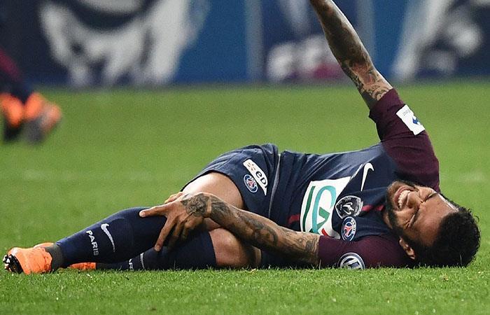 Dani Alves en riesgo de perderse el Mundial. (AFP)