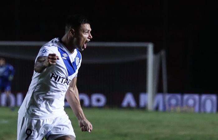 Velez ganó en Santa Fe y se ilusionan con llegar a puestos de Sudamericana. Foto: Twitter