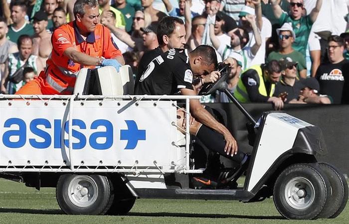 Gabriel Mercado salió lesionado del terreno de juego. Foto: EFE