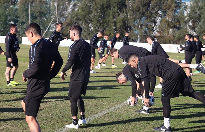 Selección de Uruguay se entrena con 23 jugadores a las espera de Godín, Suárez y Cavani. Foto: Twitter