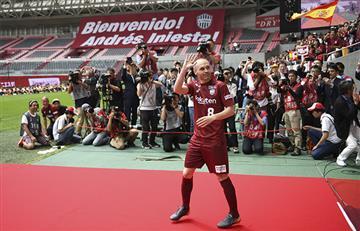 Andrés Iniesta fue recibido como leyenda en Kobe