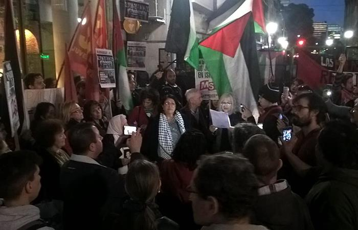 Se realizaron protestas para que el Argentina-Israel no se de (Foto: Twitter)