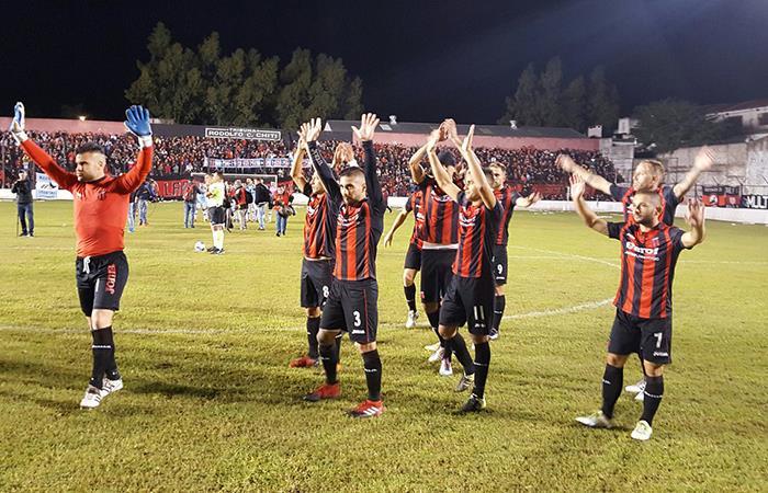 El 'Dragón' logró el ascenso a la Primera BN tras derrotar en penales a Urquiza. Foto: Twitter
