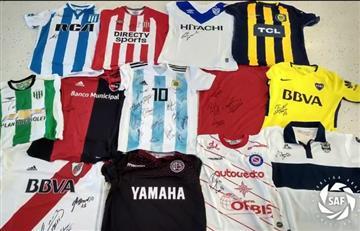 Superliga publicó video de los seleccionados firmando sus antiguas camisetas