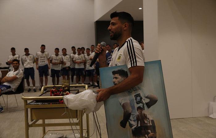 Sergio Agüero celebró su cumpleaños en la concentración. Foto: Twitter