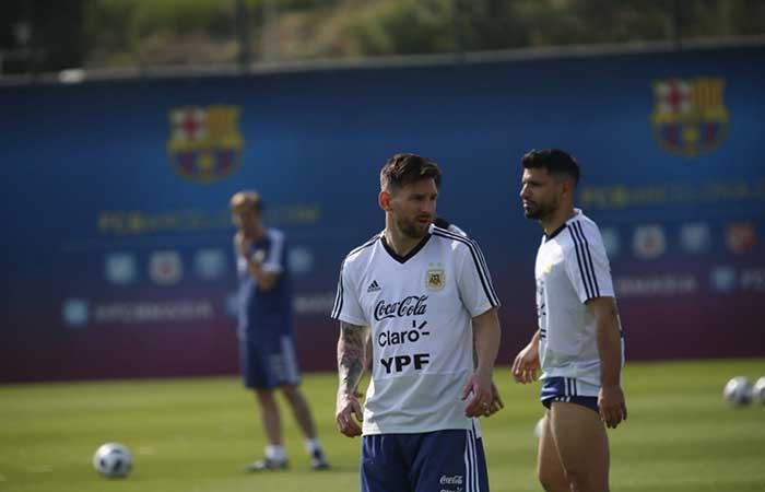 Lionel Messi y Sergio Agüero entrenan en Barcelona. (FOTO: Twitter)