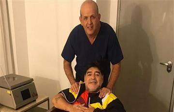 Diego Maradona es sometido en Colombia a un procedimiento ambulatorio de rodillas