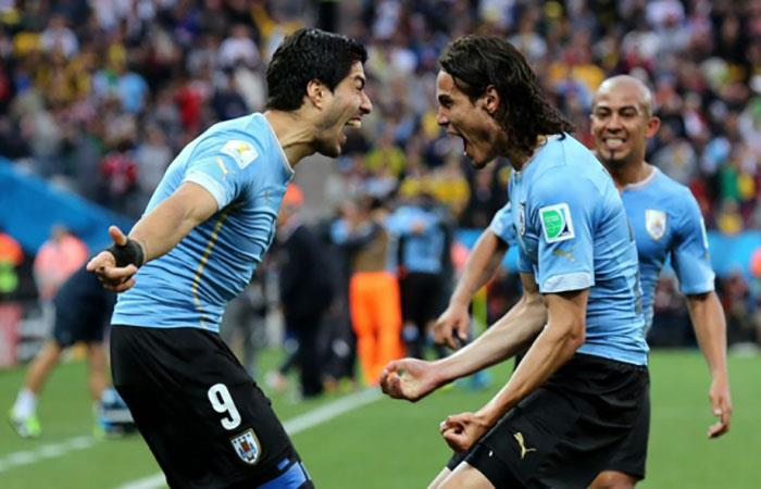 Luis Suárez y Edinson Cavani hacen soñar a Uruguay. Foto: EFE