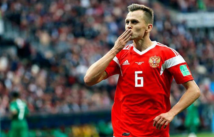 Denis Cherysev, la gran figura y goleador del encuentro debut del Mundial. (FOTO: EFE)
