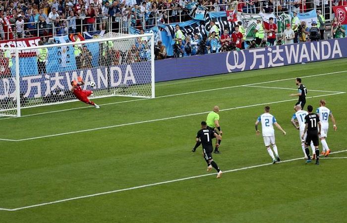 El penal errado de Lionel Messi. Foto: EFE