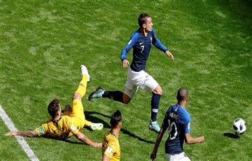 Francia derrotó a Australia con polémica incursión del VAR