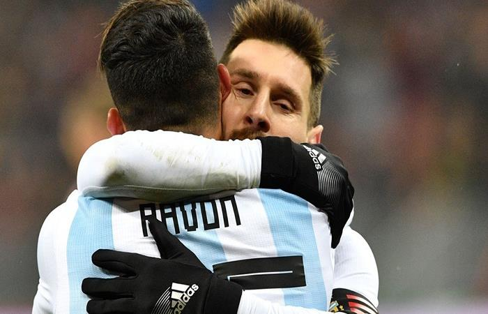 Lionel Messi ha elogiado a Pavón en distintas oportunidades. Foto: AFP