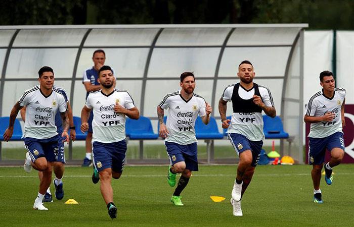 El equipo continúa entrenando para enfrentar a Croacia. (FOTO: AFP)