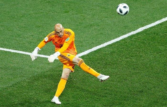 Willy Caballero al momento del error ante Croacia. (FOTO: EFE)