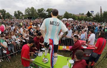 Selección Argentina: estatua para Messi y homenaje en Bronnitsy (Fotos)