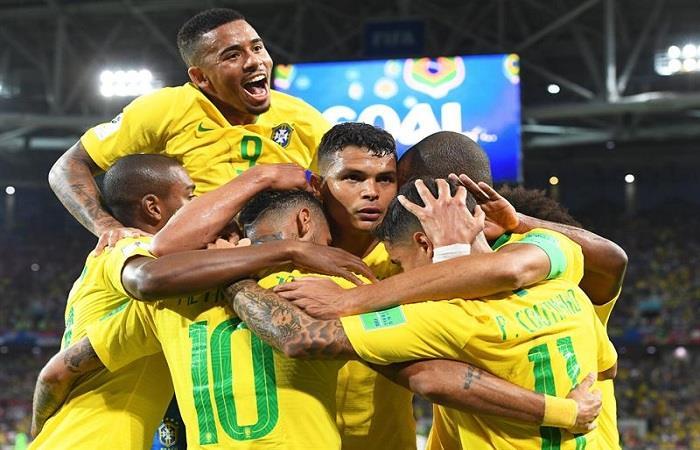 Brasil hizo lo esperado y ya está en octavos, lo espera México. (FOTO: EFE)