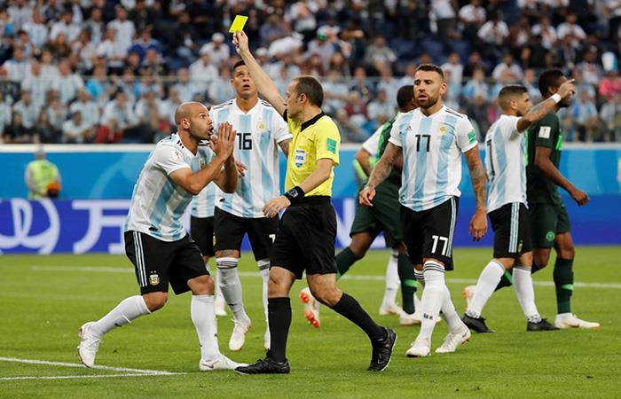 Los argentinos están a una tarjeta amarilla de perderse un eventual partido de cuartos. Foto: AFP