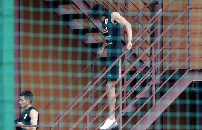 Edinson Cavani quedaría afuera del partido ante Francia. Foto: EFE